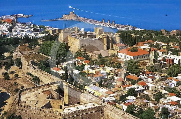 Rodos wyspa Grecka. Widok na port i zamek. Rejs z Bodrum na Rodos.rejs na Rodos z Bodrum