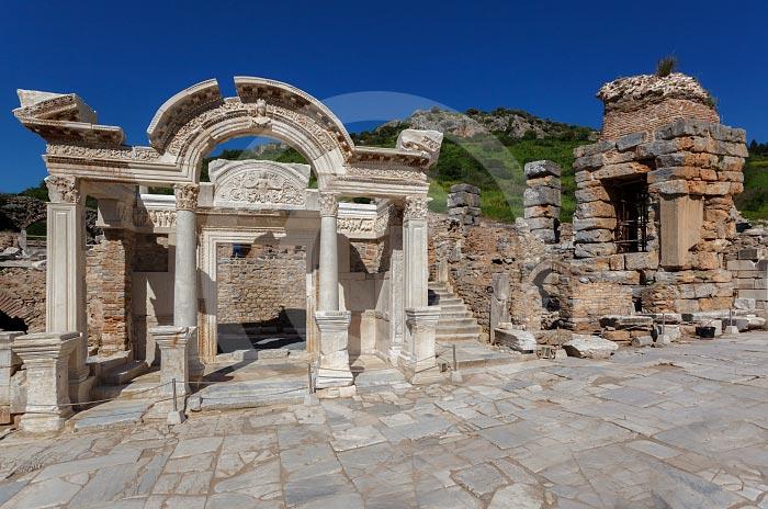 Wejscie do Świątyni Hadriana i droga Kuretów. Biblioteka Celsjusza. Wycieczka fakultatywna z Bodrum do Efez